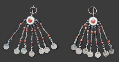 Deux petites fibules circulaires, probablement sud du Maroc en argent en forme d'oeil...