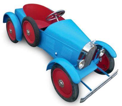 Importante voiture à pédale de marque EUREKA représentant un modèle Bugatti de couleur...