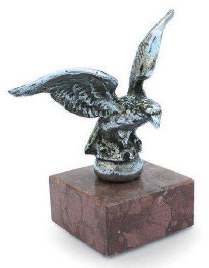 «Aigle sur un globe» en bronze Chromé, 1...