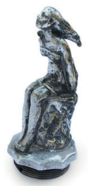 «Femme au rocher» en bronze nickelé