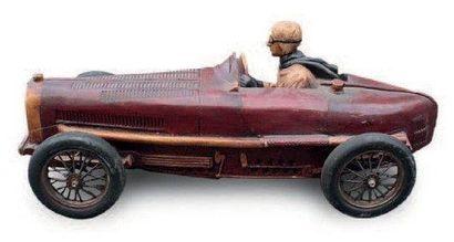 Maquette en résine représentant une Bugatti de course, accidents