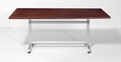 Table de travail / bureau de forme rectangulaire...