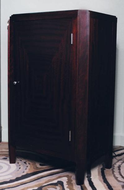 Meuble à hauteur d'appui ouvrant à une porte de style Art Déco H_105 cm L_65 cm...