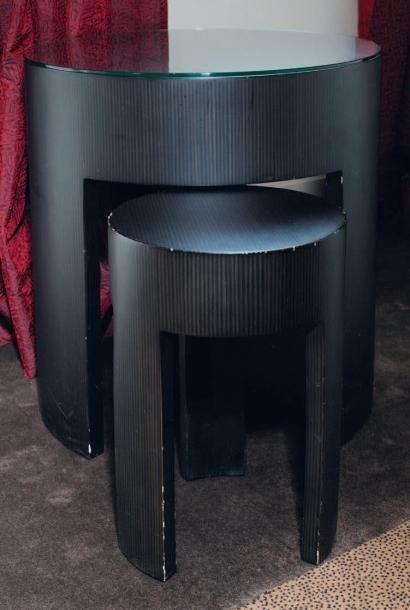 Tables gigognes en bois. H_61 cm D_59 cm