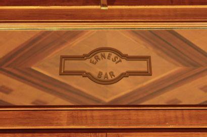 Miroir rectangulaire portant l'inscription...