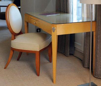 Bureau en bois clair de style Art Déco, ouvrant...