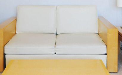 Canapé de style Art Déco à larges accotoirs...