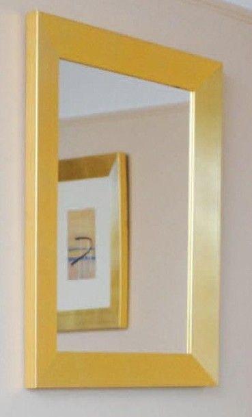 Miroir en bois doré H_80 cm L_60 cm