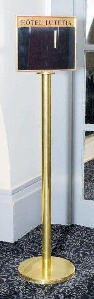 Présentoir Lutétia en métal doré, reposant...