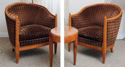 Paire de fauteuils gondole garnis de velours...