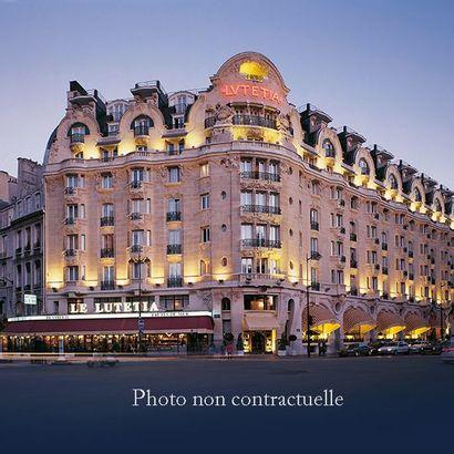 Paire de lampes de chevet Lucien Gau, Paris...