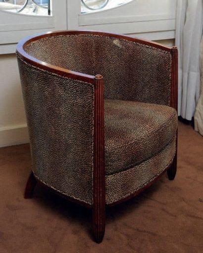 Paire de fauteuils gondole, montants cannelés...