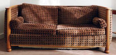 Canapé-lit corbeille à montants cannelés...