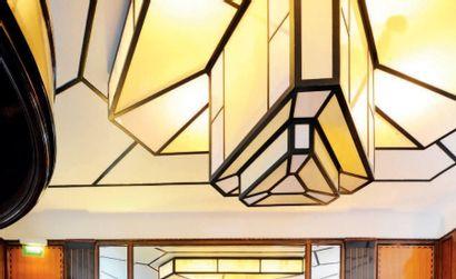 Grand plafonnier triangulaire à trois niveaux...