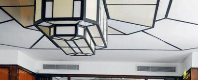 Important plafonnier octogonal à trois niveaux...