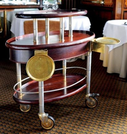 Chariot à desserts en bois verni et métal...