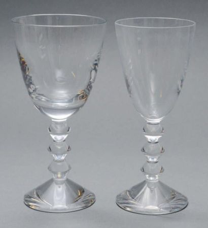 Six verres à vin en cristal de Baccarat,...