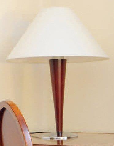 Une lampe de bureau et deux lampes de chevet...