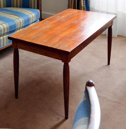 Table basse rectangulaire à pieds cannelés balustre H_48 cm L_100 cm P_50 cm