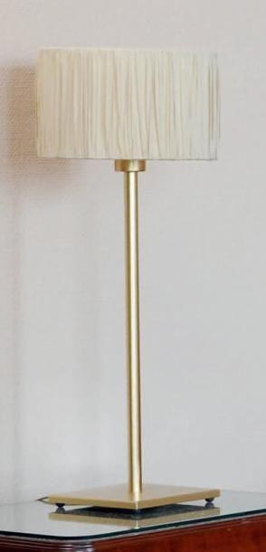Lampe à poser en métal doré H_67,5 cm. On...