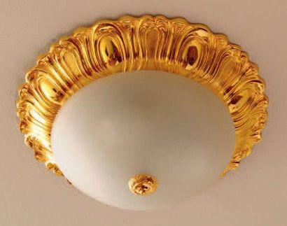 Plafonnier en verre dépoli et métal doré...