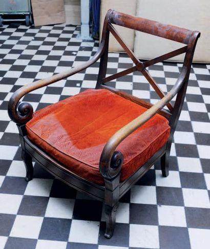 Paire de fauteuils à crosses de style Restauration,...