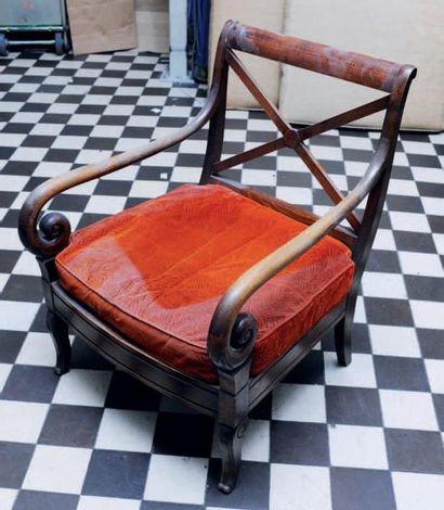 Suite de trois fauteuils à crosses de style...