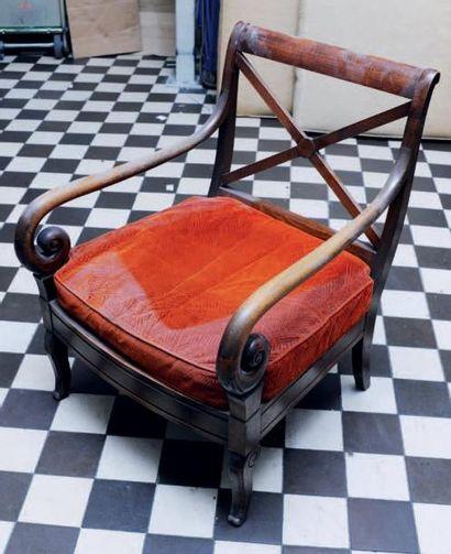 Suite de trois fauteuils à crosse de style...