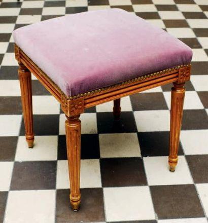 Tabouret de style Louis XVI, garniture de...