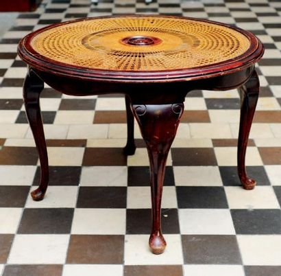 Table d'appoint circulaire de style colonial...