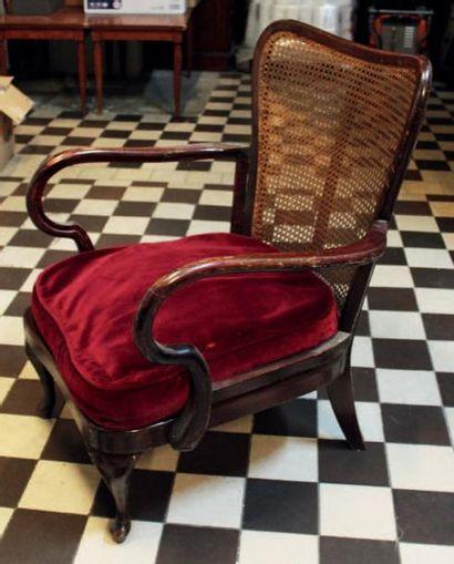 Paire de fauteuils de style colonial anglais,...