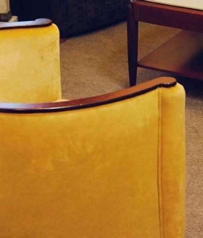 Paire de fauteuils crapaud, accotoirs façon...