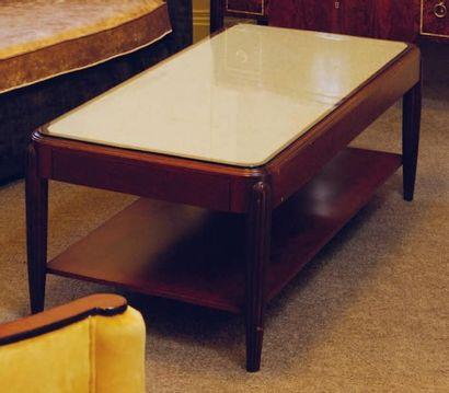 Table basse rectangulaire, piètement en ogive...