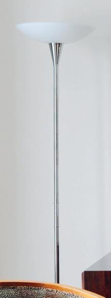 Lampe de parquet en métal chromé et vasque...