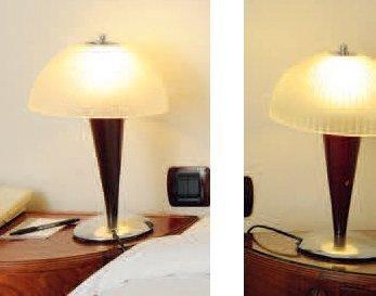 Suite de trois lampes de chevets à fut en...