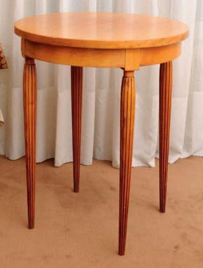 Table d'appoint circulaire, pieds cannelés...