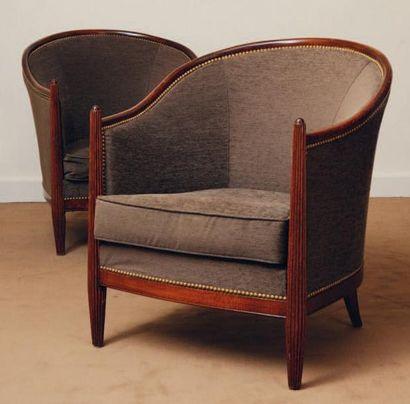 Paire de fauteuils gondole garni de tissu...