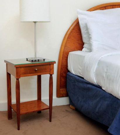 Tête de lits et paire de table de chevet...