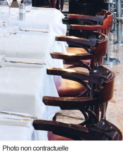Paire de fauteuils bistrot en bois assise...