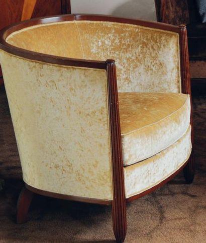 Paire de fauteuils gondole garni de velours...
