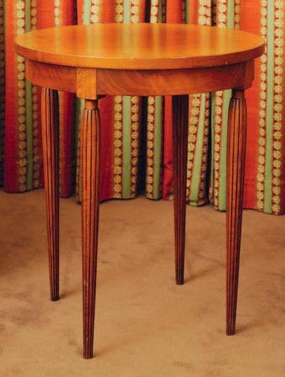 Table d'appoint circulaire, montants cannelés...