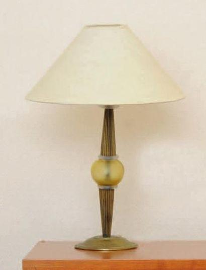 Paire de lampes de chevet et lampe de bureau...