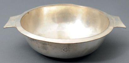 Cinq légumiers en métal argenté, à deux anses,...
