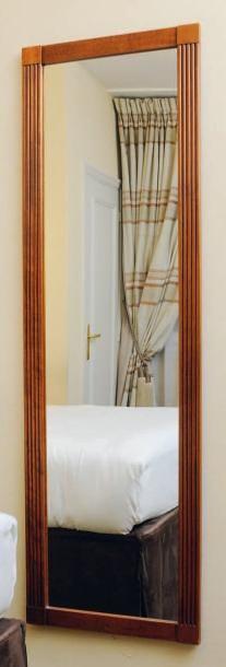 Un miroir rectangulaire à cannelures. H_160...