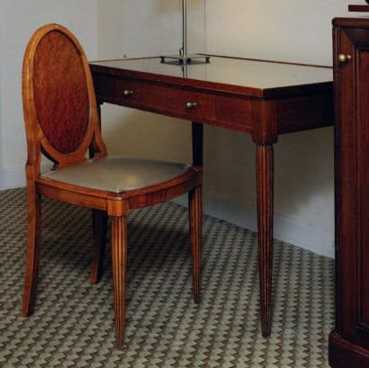 Bureau plat ouvrant à deux tiroirs, pieds...