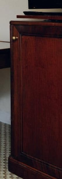 Meuble bar ouvrant à une porte. Montants...
