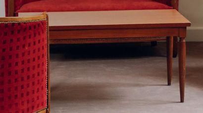 Table basse rectangulaire à pieds en ogives...