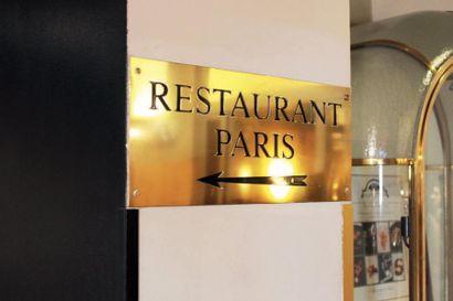 Panneau en laiton gravé «Restaurant Paris»....