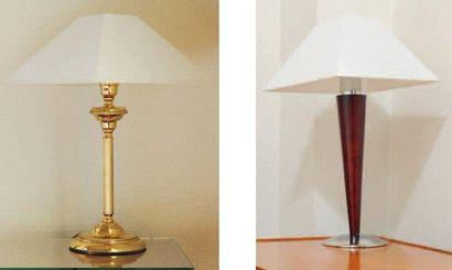 Deux lampes de chevet en métal doré H_45...
