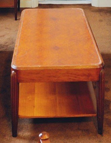 Table basse rectangulaire, piètement en ogives...